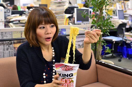 カップヌードルキング,試食 ずっしりと食べごたえある麺 前へ   この記事を読む    カップヌ