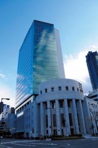 大証は現物株市場を東証に譲り、先物などデリバティブの市場に特化する