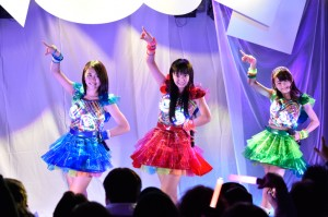篠原ともえのデザイン衣装が話題!「Cupitron」の定期ライブに直撃