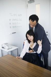 モラルハザードが進む職場内のセックス事情