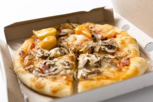 宅配ピザにはエゴマ油やアマニ油をかけます