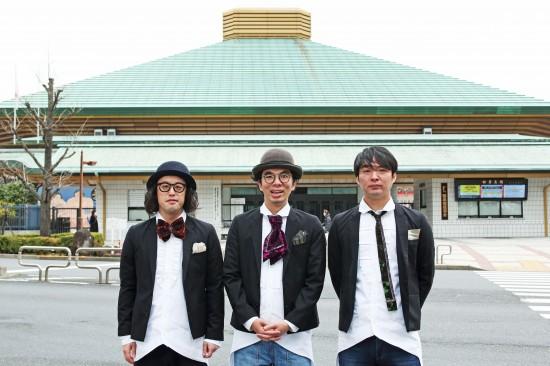 今年12月に両国国技館でライブを行うエレ片の3人。左からやついいつろう(エレキコミック)、片桐仁(ラーメンズ)、今立進(エレキコミック)