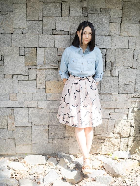 ミニスカート姿の古畑奈和さん