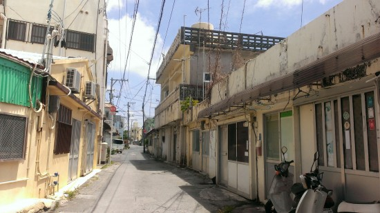 貧困 沖縄